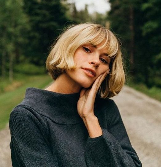 round face bob with bangs